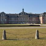 Замък, който е основната сграда на университета