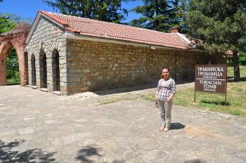 Вили пред тракиската гробница в Казанлък